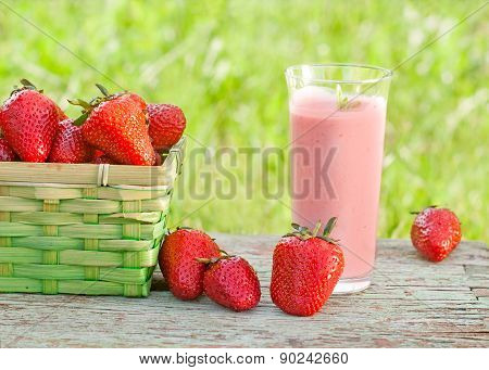 fresh organic strawberry smoothie