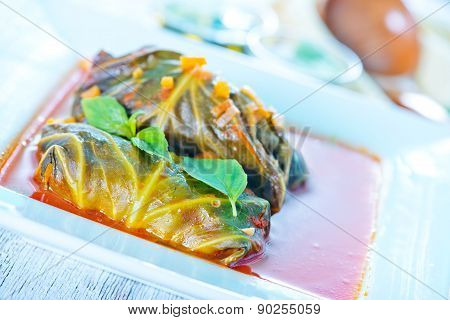 Dolma With Tomato Sauce