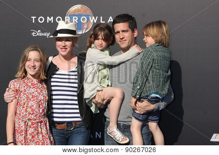 LOS ANGELES - MAY 9:  Molly Ringwald, family at the