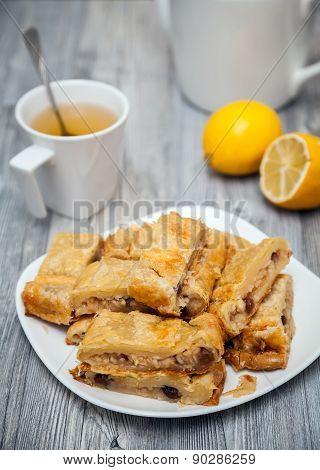 Apple And Raisins Pie