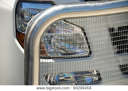 Protective grating of the truck