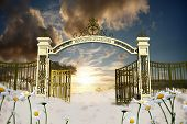 picture of gates heaven  - Representation of the heaven gate in an old illustration - JPG