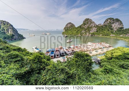 Halong Bay, Vietnam - Circa August 2015: Cruise Ships In Dau Go Island Bay, Halong Bay,   Vietnam