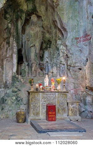 Hoa Nghiem Cave With Altar, Marble Mountains,  Vietnam
