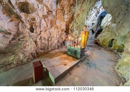 Van Thong Cave With Altar And Buddha, Marble Mountains,  Vietnam