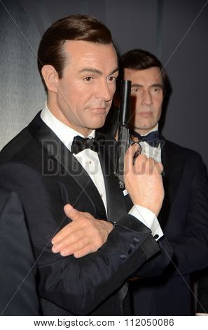 LOS ANGELES - DEC 15:  Sean Connery Wax Figure at the Madame Tussauds Hollywood Reveals All Six James Bonds In Wax at the TCL Chinese Theater on December 15, 2015 in Los Angeles, CA