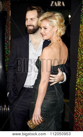 Josh Kelley and Katherine Heigl at the Los Angeles Premiere of