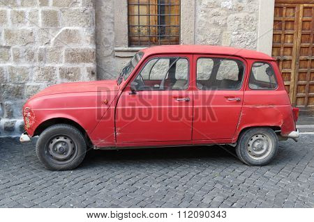 Red Renault 4
