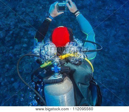 Scuba Diver, Swimmnig Down, Cuba