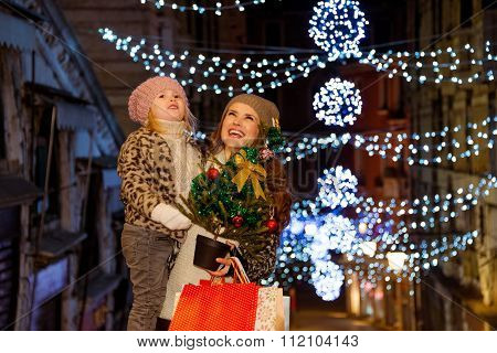 Mother And Child With Christmas Tree And Shopping Bags In Venice