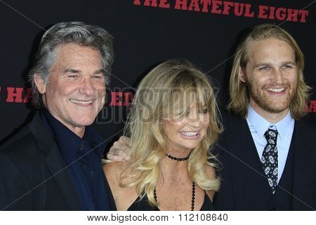 LOS ANGELES - DEC 7:  Kurt Russell, Goldie Hawn, Wyatt Russell at the