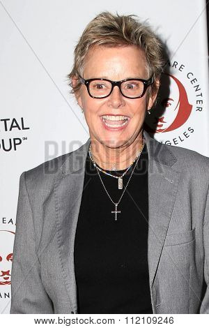 LOS ANGELES - DEC 8:  Amanda Bearse at the 25th Annual Simply Shakespeare at the Broad Stage on December 8, 2015 in Santa Monica, CA