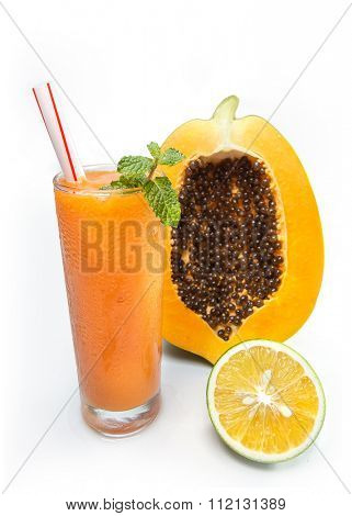 Refreshing papaya juice with green orange