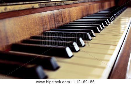 piano keys close-fore