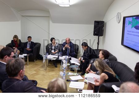 ST. PETERSBURG, RUSSIA - DECEMBER 15, 2015: Discussion