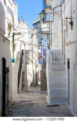 glimpse of an alley in a small town in Puglia Mottola
