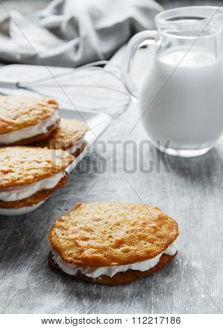 cream filled carrot cake cookies sandwich