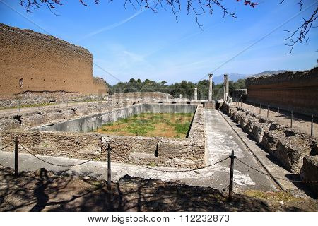 Ancient Ruins Of Villa Adriana ( The Hadrian's Villa ), Edificio Con Peschiera, Tivoli, Italy