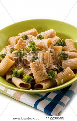 integral pasta with broccoli and parmesan cheese