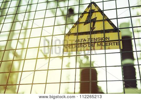 High voltage. Danger of death. Sign with text in Spanish.