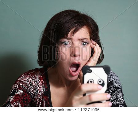 Girlfriend ReadsSms From Boyfriend