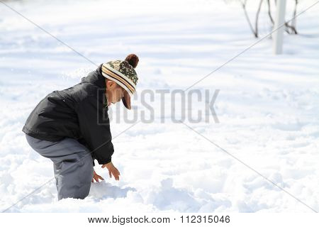 Japanese boy having snowball fight (4 years old)