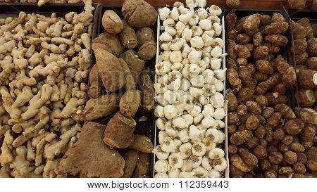 Pile freshness ginger, yam, garlic and eddoes roots