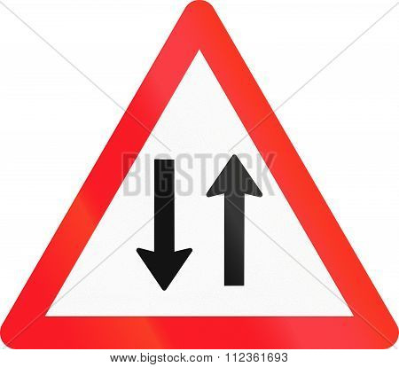 Warning Sign Used In Switzerland - Oncoming Traffic
