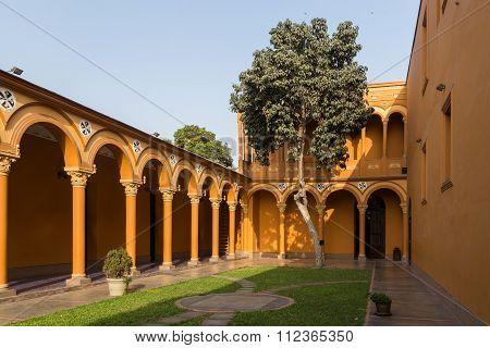 Courtyard of the Convento Santo Domingo in Lima