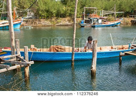 KOH CHANG - THAILAND - DEC 22, 2015: Unidentified local man in fisherman's village. Island is on Gulf of Thailand, near border with Cambodia, population of 5356 people living in 8 villages.