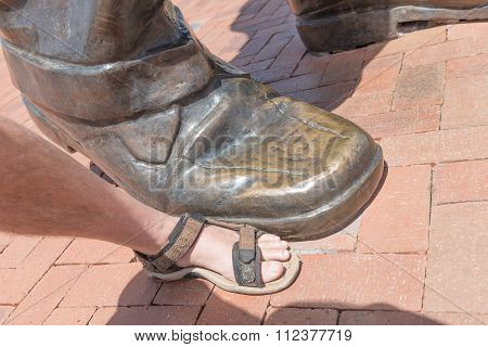 Bronze Statue Of Nelson Mandela Foot Size Comparison