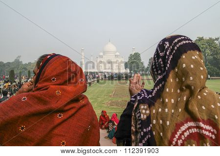 Visitor Having A Rest After Visiting Taj Mahal.