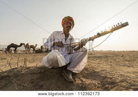 Pushkar, India- November 23, 2015:unidentified Nomads Plays Ravanahatha In The Deserts On Pushkar.