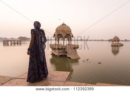 Unidentified Local Women Standing In The Indian Landmarks The Gadi Sagar Temple On Gadisar Lake.