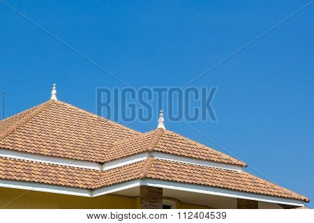 Building A New Roof Of Home