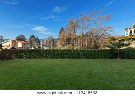 the garden with hedge of a building, external