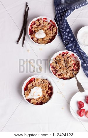 Crumble with oatmeal wholemeal and strawberry