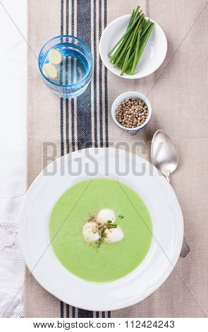 Green pea soup with spring onion and mozzarella