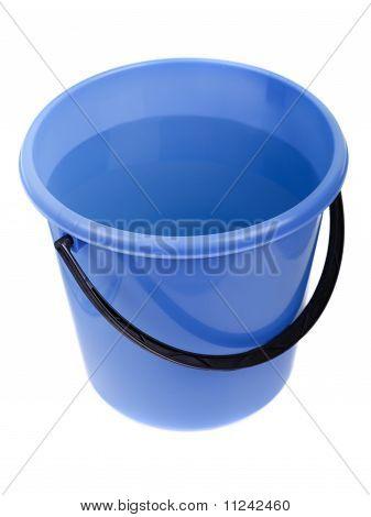 Balde de plástico cheio de água