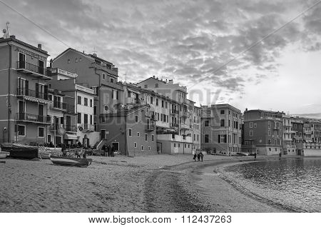 Sestri (GE), Golfo del Silenzio, panorama. Black and white photo
