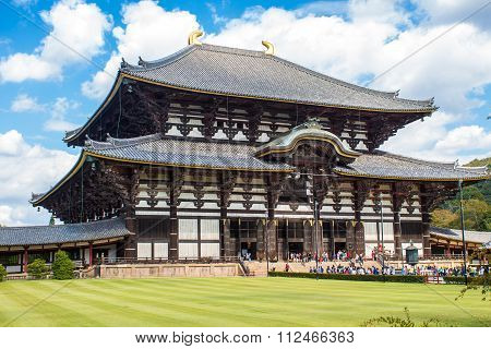 Nara, Japan - October 13, 2015: Great Buddha Hall At The Todaiji Temple In Nara.