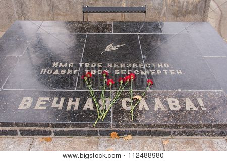 The Memorial Plate On The Area Of The Unknown Soldier Sorrow Historical Memorial Complex - To Heroes