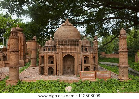 Model of Taj Mahal mausoleum made from earthenware