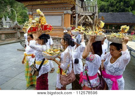 Unidentified Balinese making preparation for praying during religious ceremony