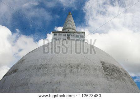 Huge White Ruwanwelisaya Stupa  Dagoba, Anuradhapura, Sri Lanka