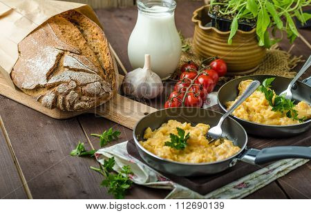Scrambled Eggs With Herbs And Homemade Bread