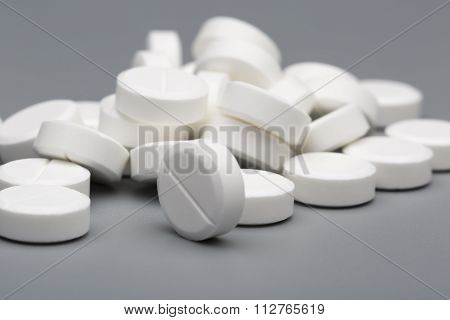 Heap of white round pills medical