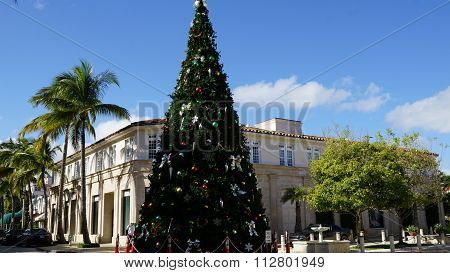 Christmas Tree at Worth Avenue in Palm Beach, Florida