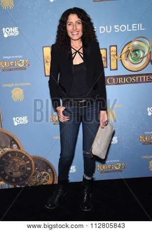 LOS ANGELES - DEC 09:  Lisa Edelstein arrives to the Cirque du Soleil's