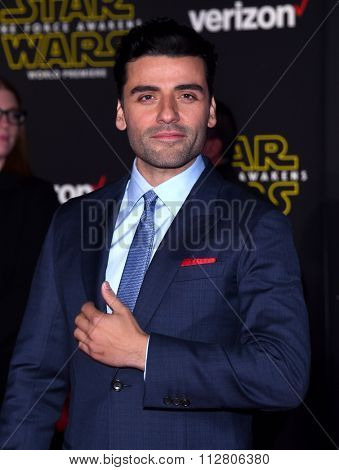 LOS ANGELES - DEC 14:  Oscar Isaac arrives to the
